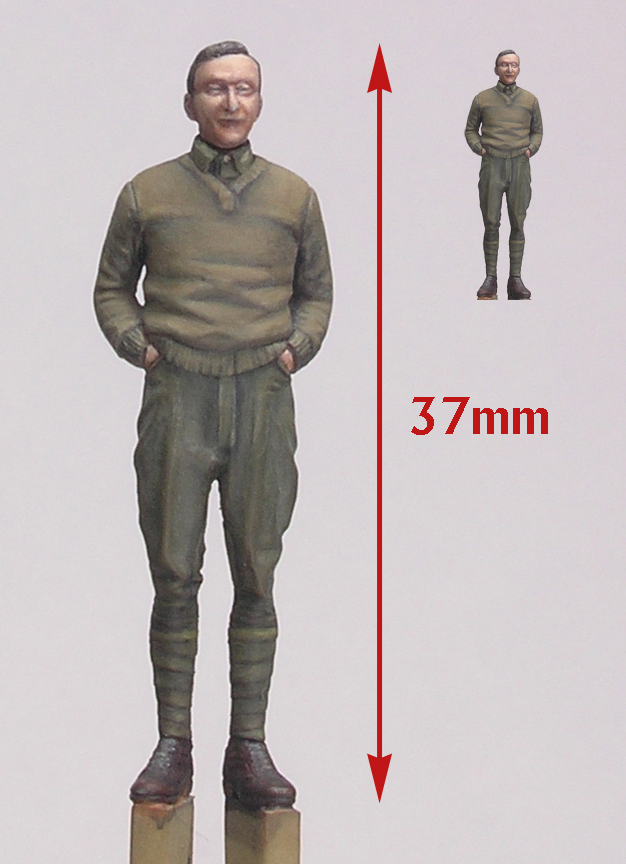 Porównanie figurki w powiększeniu i w wymiarze naturalnym