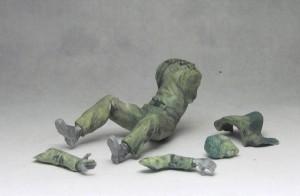 wyrzeźbione części figurki