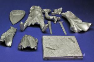 części figurki wyjęte z pudełka