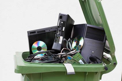 jak wyrzucić zużyta lodówkę i sprzęt komputerowy?